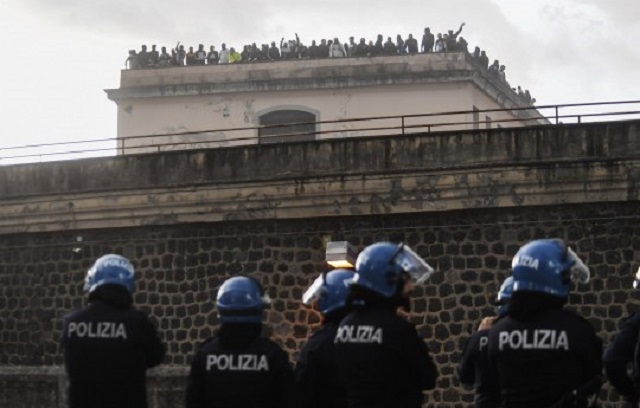 https://anarchistsworldwide.noblogs.org/files/2020/03/prison_revolt_naples_.jpg